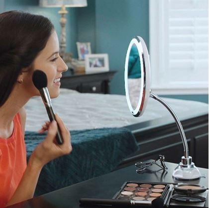 Obrázok z Zväčšujúce zrkadielko s osvetlením