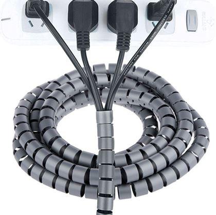 Srovnané kabely od počítače